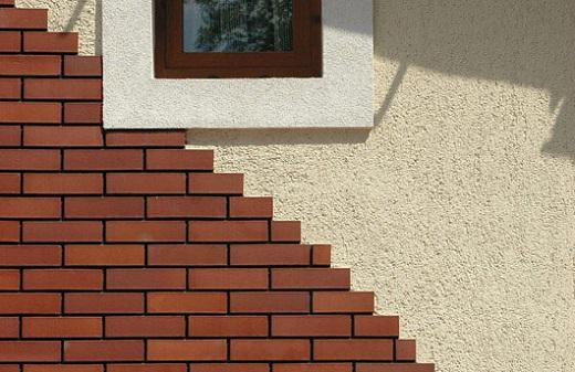 Фасад, декорированный клинкерной плиткой на фото