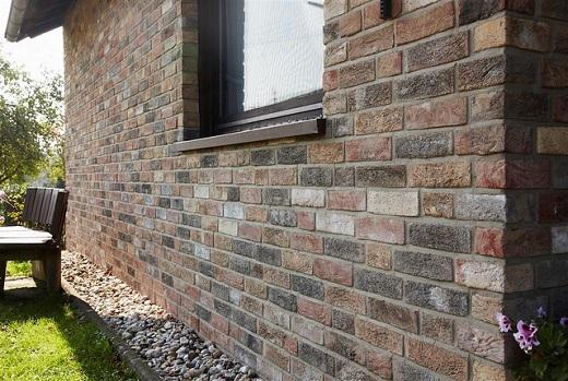 На фотографии клинкерная плитка на фасаде дома