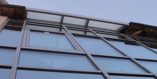 Фасад из алюминиевого профиля на снимке
