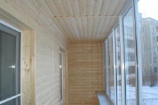 Готовый вариант отделки балкона блок-хаусом на фото