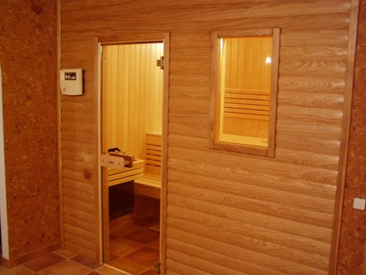 Внутренняя отделка бани блок-хаусом на фото
