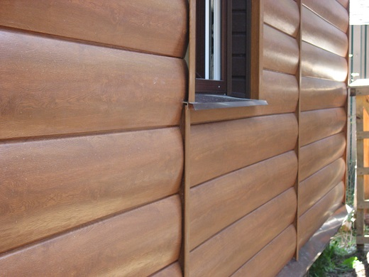 Фасад дома из виниловых блок-хаус панелей