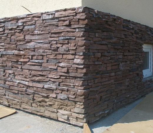 Декоративный камень в отделке цоколя