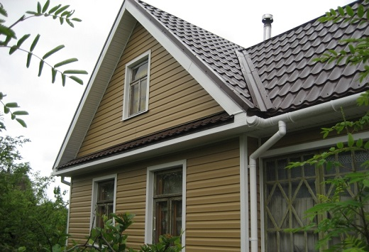 Облицованный виниловым сайдингом docke дом