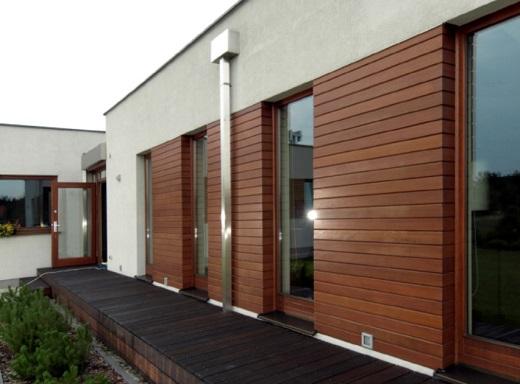 На фото пример отделки фасада планкеном