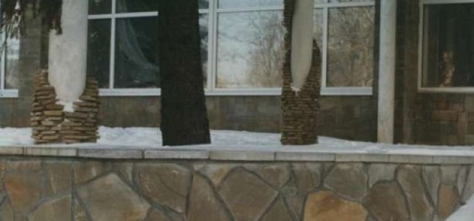 Преимущества облицовки цоколя дома песчаником