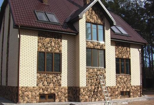 В последнее время актуальны фасады из кирпича