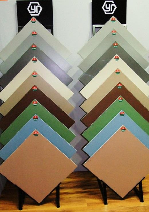 На фото каталог расцветок керамогранитных плиток Уральские фасады