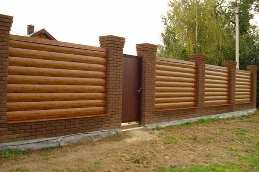 Забор из металлического блок-хауса на фото