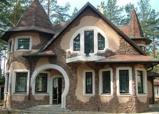 Декоративная отделка фасада натуральным камнем на снимке