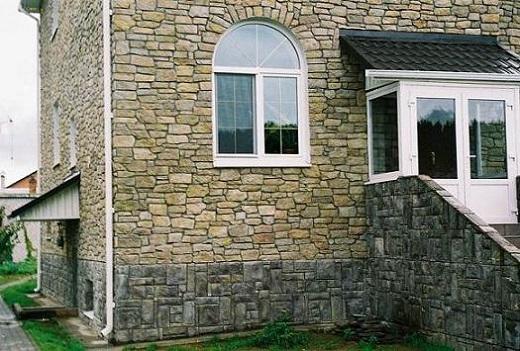 Искусственный камень в облицовке фасада коттеджа