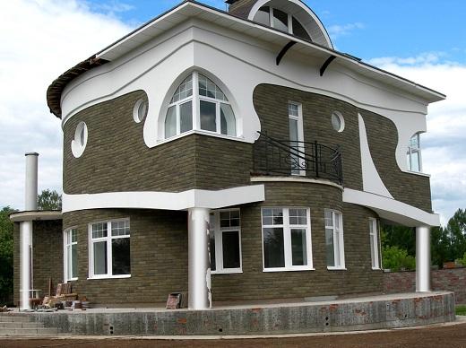 Фасад дома, облицованный натуральным камнем