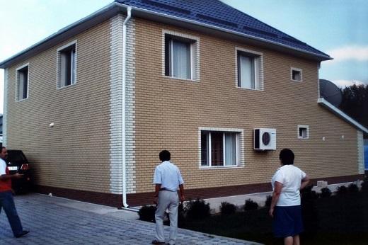 Фасад дома панелями под кирпич