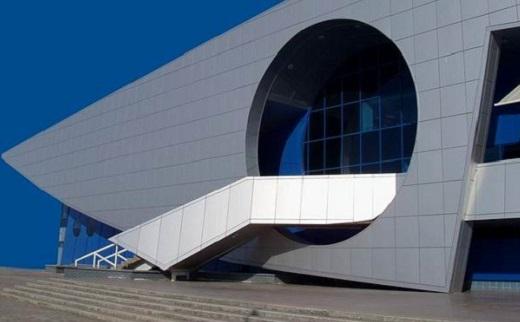 Металлическая плитка для фасадов на здании