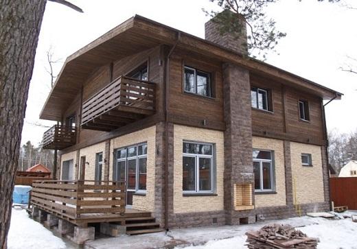 На снимке металлический вентилируемый фасад на частном доме