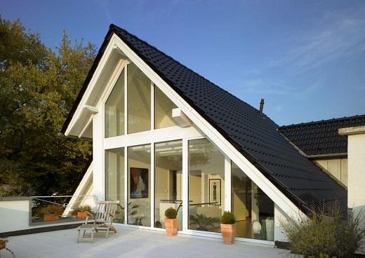 Остекление дома панорамным методом на снимке