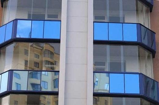 Панорамное остекление фасада на снимке