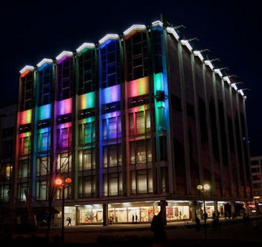 Цветное светодиодное освещение фасада