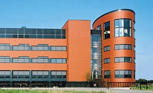 Терракотовая плитка для фасадов на здании