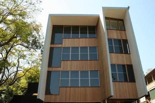 Вентилируемый фасад из дерева на фотографии