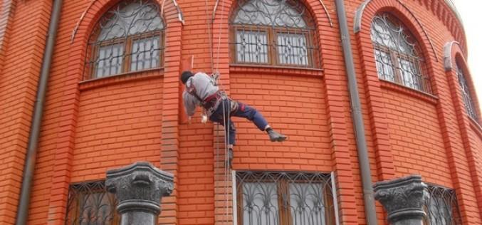 Краска для наружных работ по кирпичу для фасада дома: обзор видов и выбор
