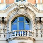Какой материал лучше выбрать для лепнины на фасад дома?