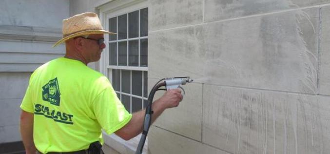 Как используется технология мягкого бластинга при очистке фасадов