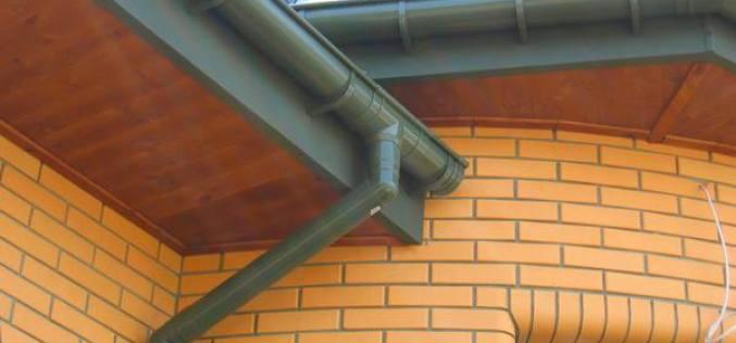 Как установить отлив на крышу и какой материл лучше выбрать: обзор